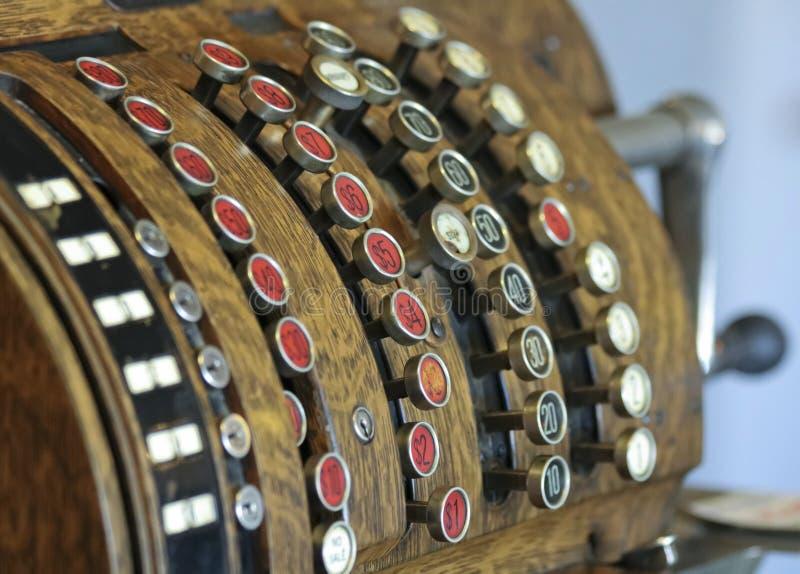 Una caja registradora Manivela-actuada antigüedad, o hasta fotografía de archivo libre de regalías