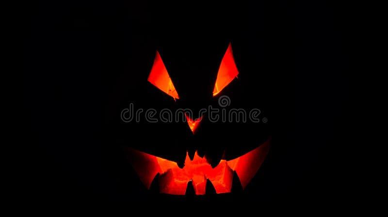 Download Una Calabaza Muy Terrible De Halloween, Con Una Mirada Terrible Y Un SM Foto de archivo - Imagen de glowing, miedo: 100534536