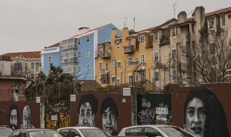 Una calle en Lisboa, Portugal/pintada imagen de archivo