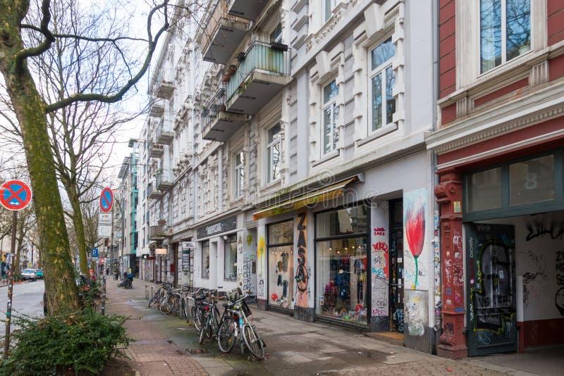 Una calle en Schanzenviertel, Hamburgo fotos de archivo