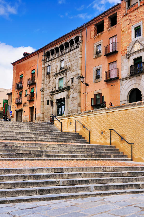 Calle vieja en Segovia, España imagen de archivo
