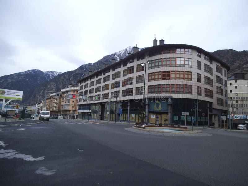 Una calle y una casa en el la Vella de Andorra fotografía de archivo libre de regalías