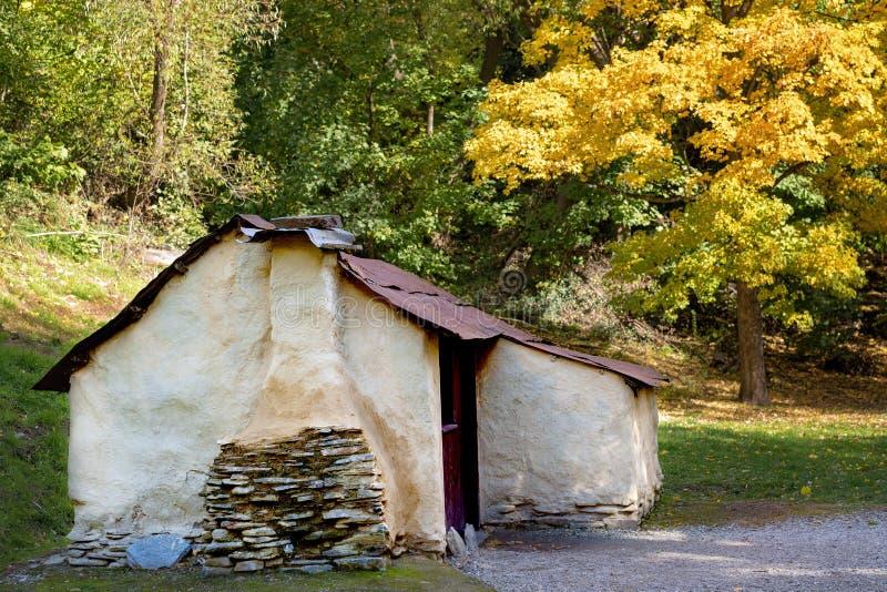 Una capanna cinese dei lavoratori a partire dai tempi della febbre dell'oro in Arrowtown immagine stock libera da diritti