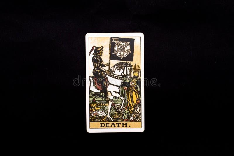 Una carta de tarot importante individual de los arcana aislada en fondo negro muerte imagen de archivo