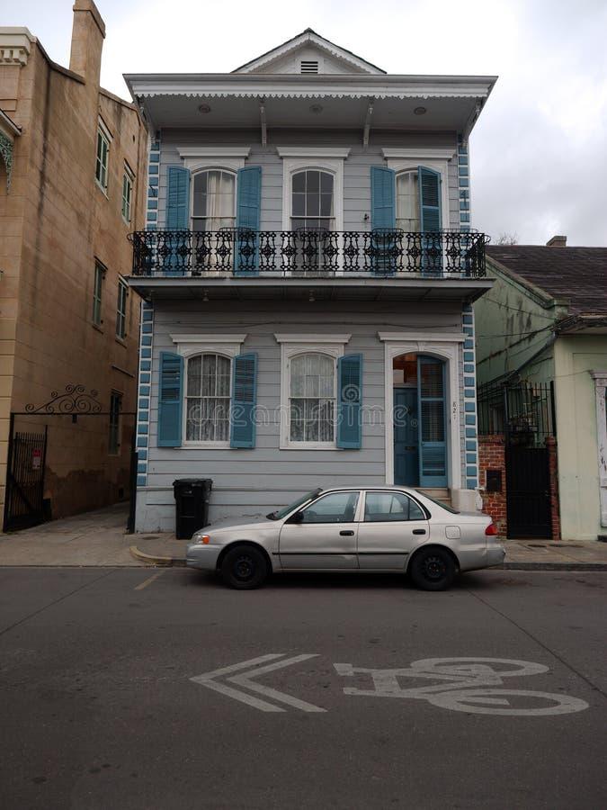 Una casa al quartiere francese nello stile architettonico tipico di quel distretto fotografie stock libere da diritti