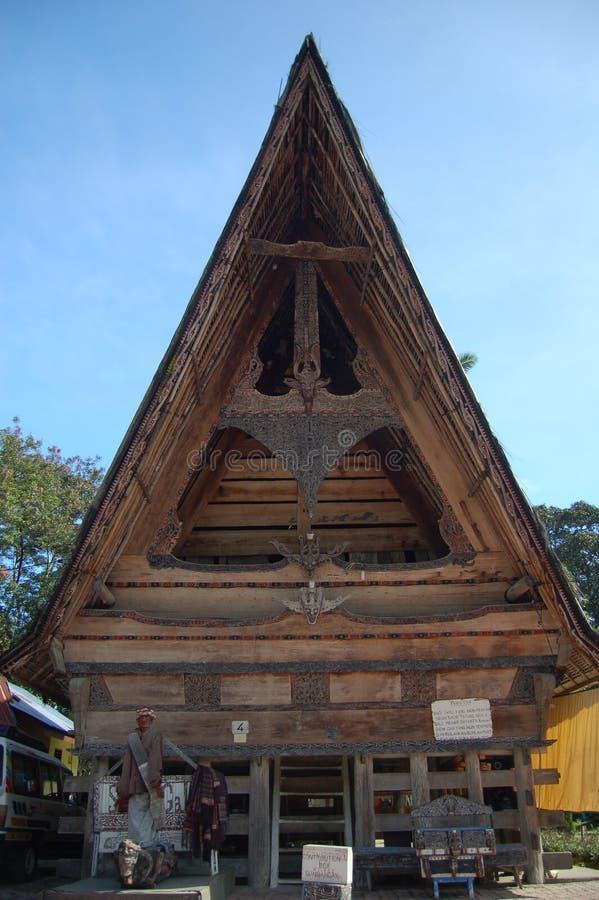 Una casa antigua de la tribu Batak fotografía de archivo