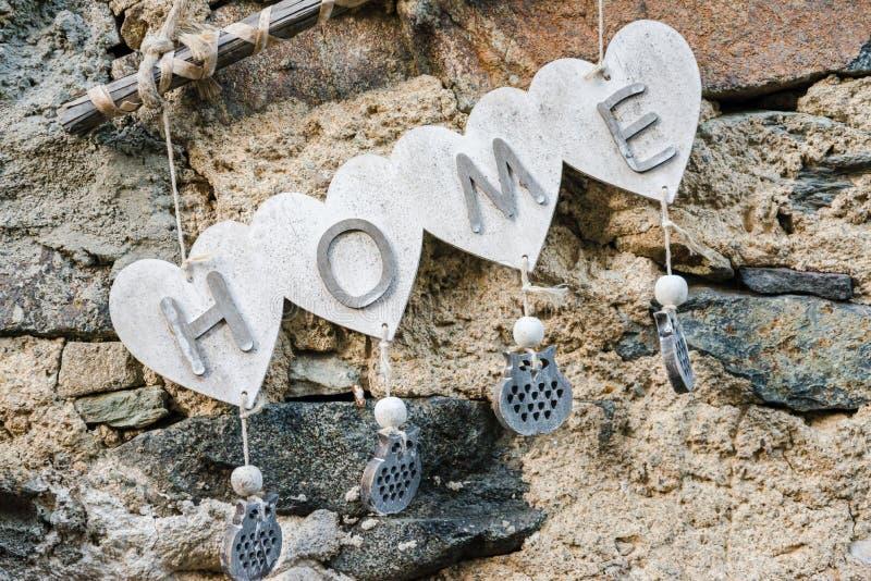 Una casa benvenuta con il cuore immagine stock libera da diritti