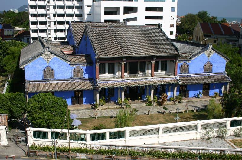 Una casa blu immagini stock