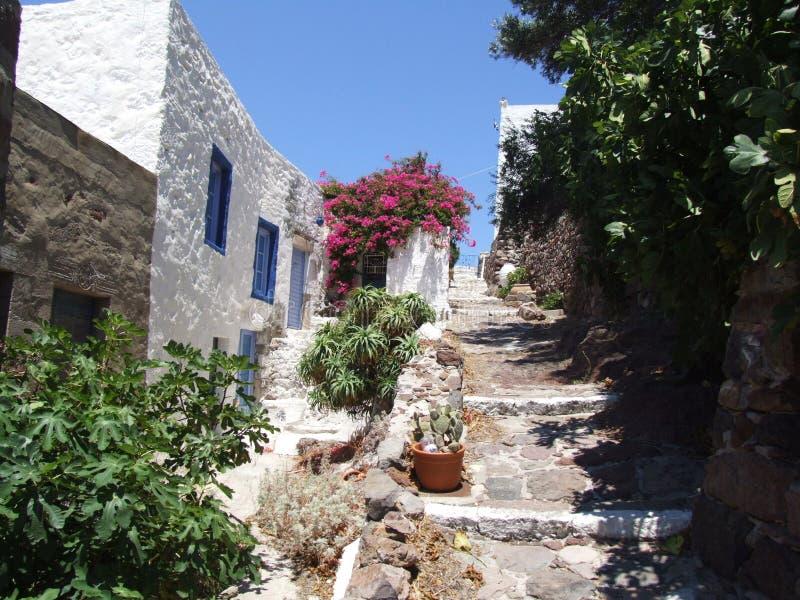 Una casa griega vieja en el camino al castillo de Plaka foto de archivo