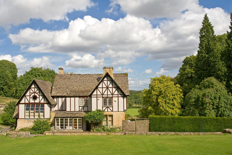 Una casa inglesa del jardín fotos de archivo