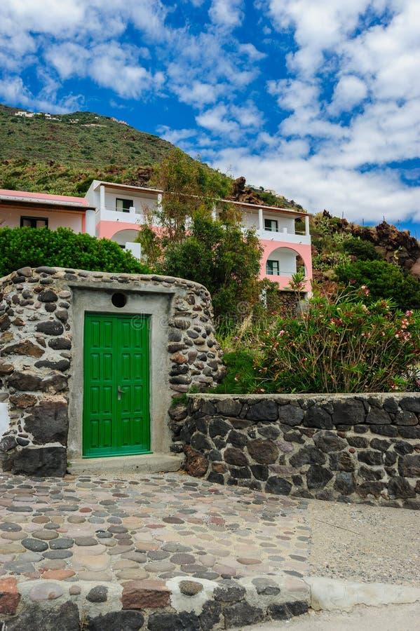 Una casa local, isla de Alicudi, Italia fotografía de archivo libre de regalías