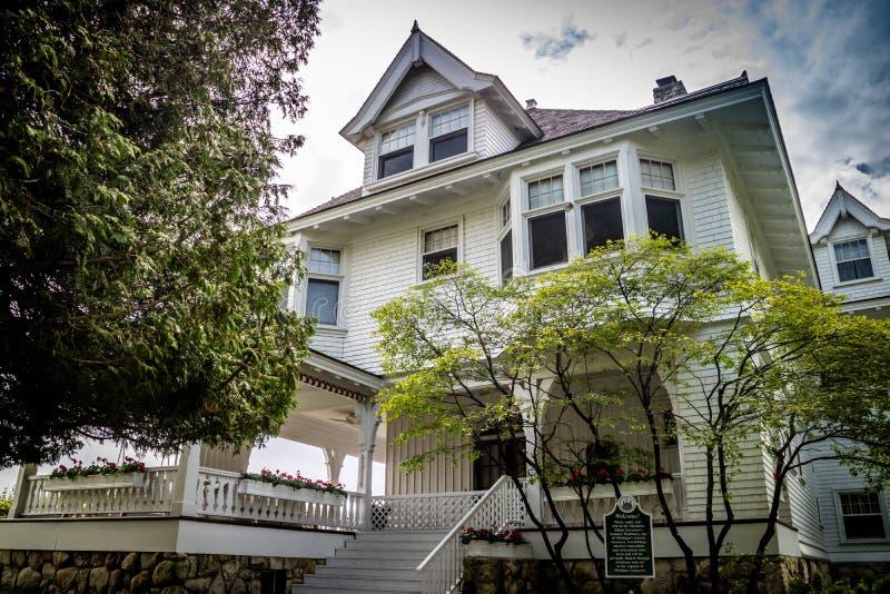 Una casa storica e bene mantenuta nell'isola di Mackinac fotografia stock