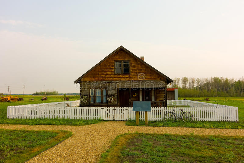 Una casa storica nelle praterie canadesi fotografie stock libere da diritti