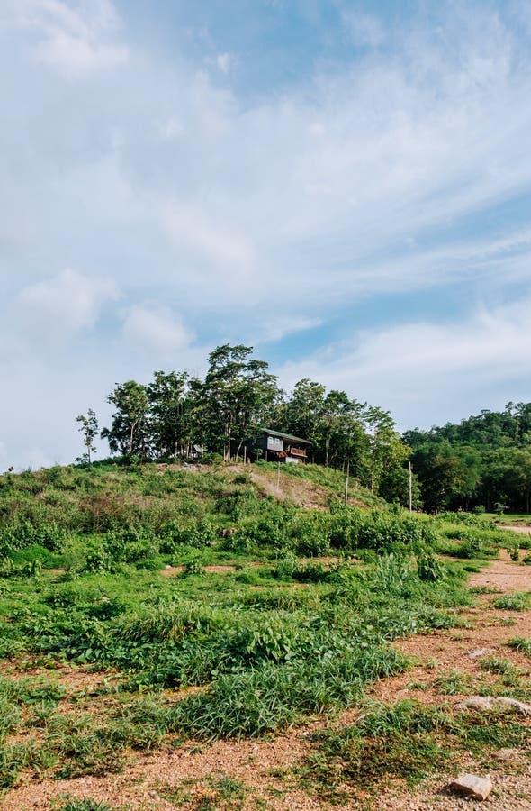 Una casa sulla montagna fotografia stock libera da diritti