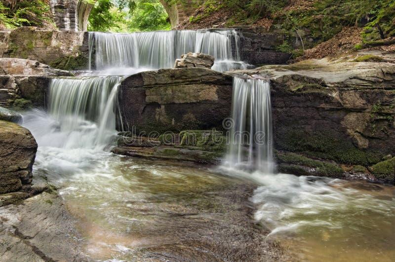 Una cascada hermosa imagen de archivo libre de regalías