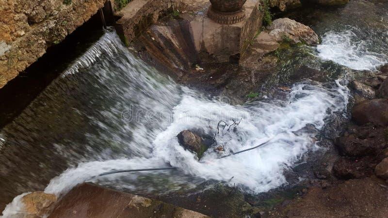Una cascada maravillosa en Chefchaouen, situado al norte de Marruecos fotos de archivo libres de regalías