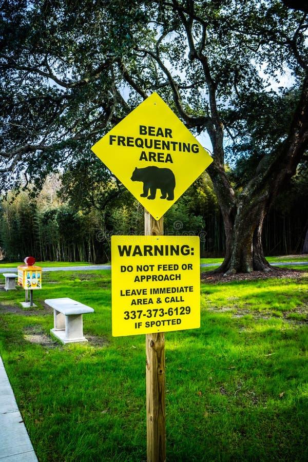 Una cautela gialla dell'insegna firma in Avery Island, Luisiana immagini stock