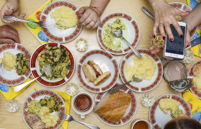 Una cena di galà con la famiglia immagini stock libere da diritti