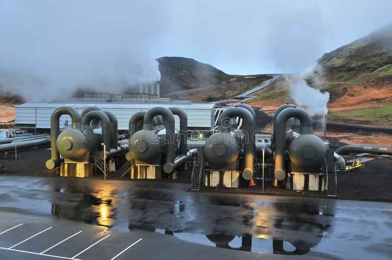 Una centrale elettrica di energia geotermica in Islanda immagine stock