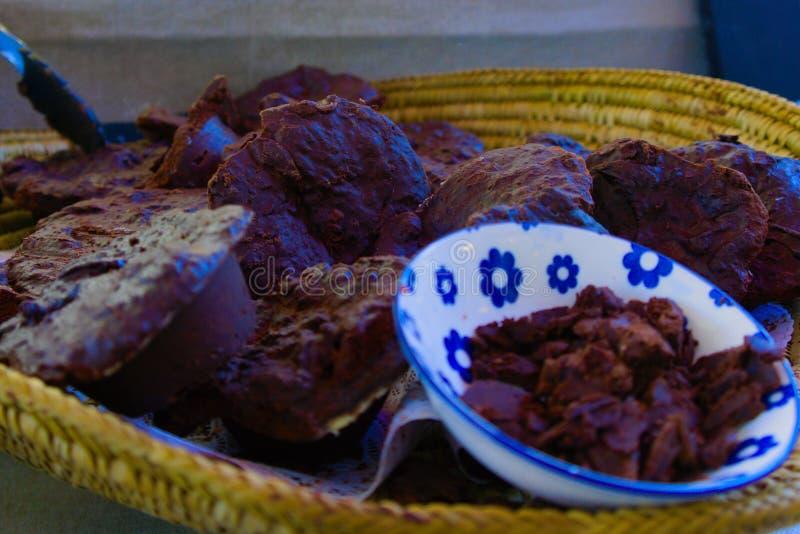 Una cesta de chocolate del ra imagenes de archivo