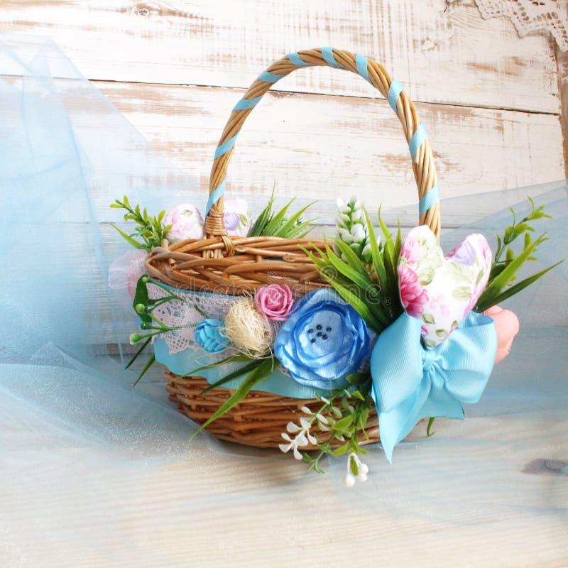 Una cesta hermosa adornada imagenes de archivo