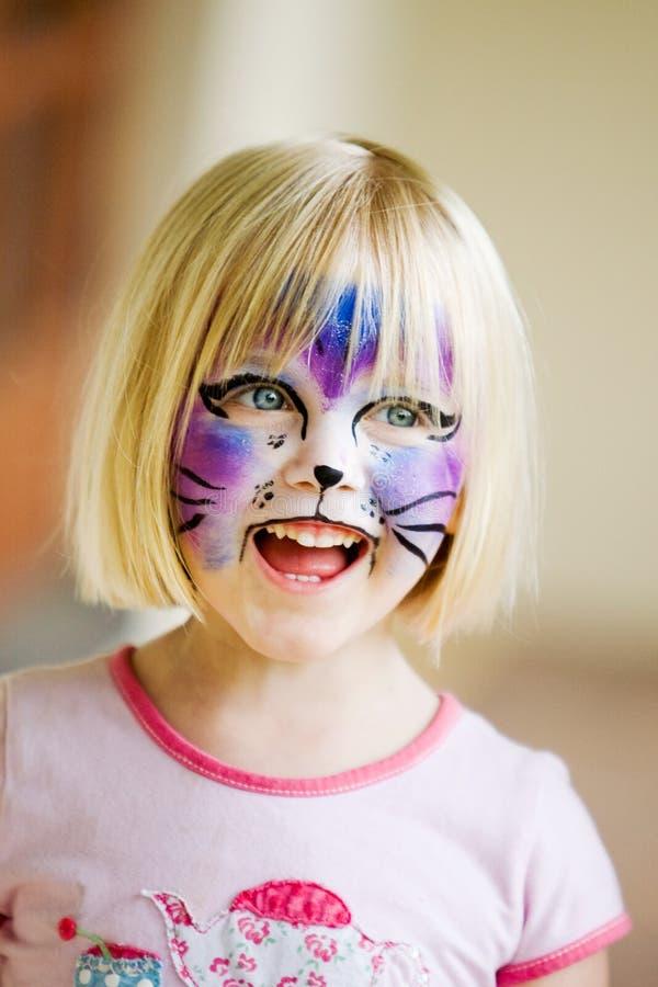 Una chica joven con su cara pintada imágenes de archivo libres de regalías