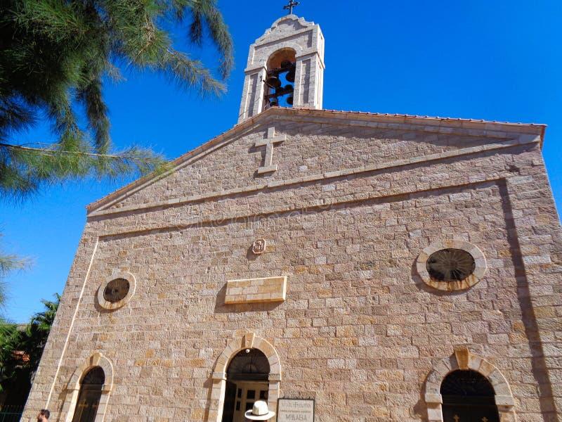 una chiesa cristiana nel Giordano immagini stock