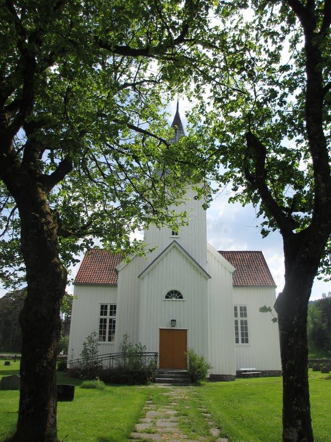 Una chiesa del lato del paese fotografia stock libera da diritti