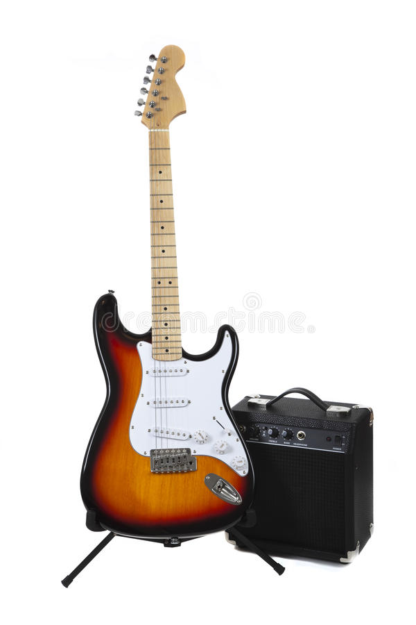 Una chitarra elettrica e un ampère immagine stock