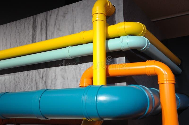 Una cierta diversión del tubo de tubos pintados coloridos imagenes de archivo