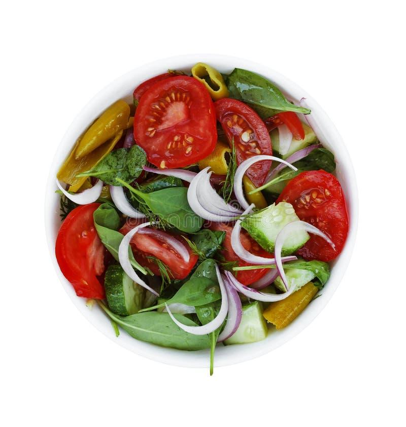Una ciotola di lattuga dai pomodori e dai vari ortaggi freschi, spinaci immagine stock libera da diritti