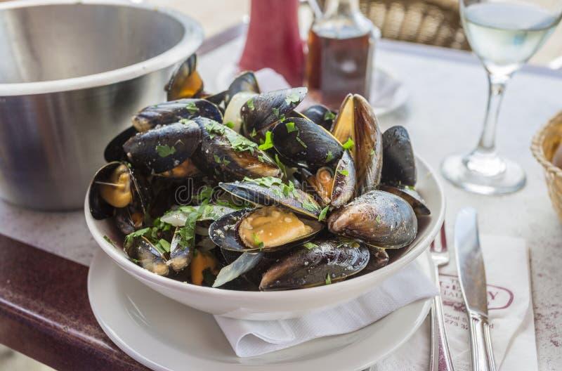 Download Una Ciotola Di Mariniere Delizioso Dei Moules (cozze) Immagine Stock - Immagine di saporito, alimentazione: 56885441