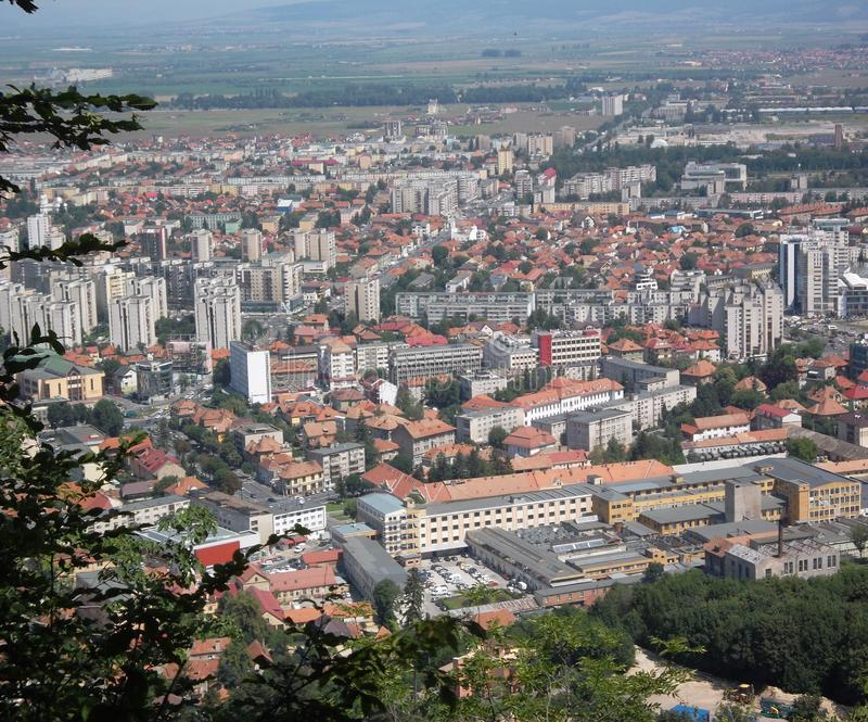 Una ciudad asombrosa en Transilvania fotos de archivo