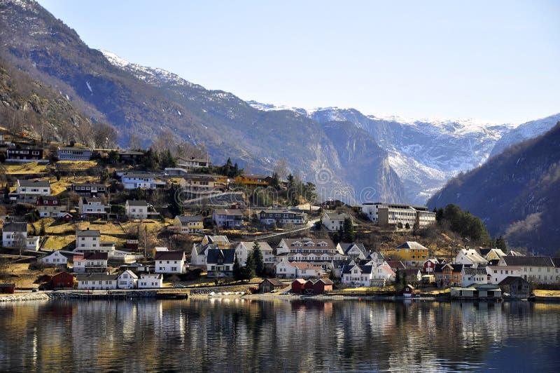 Una ciudad en travesía del fiordo de Gudvangen, Noruega foto de archivo libre de regalías