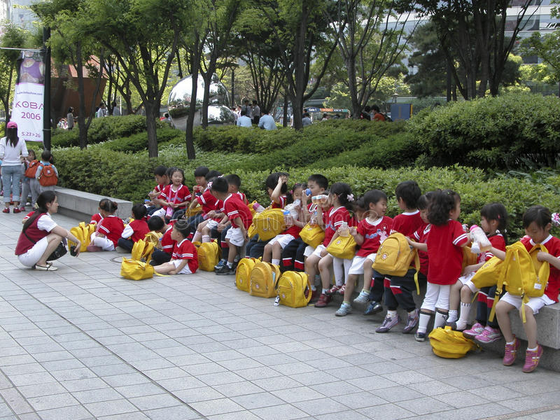 Alumnos que visitan Seul imágenes de archivo libres de regalías
