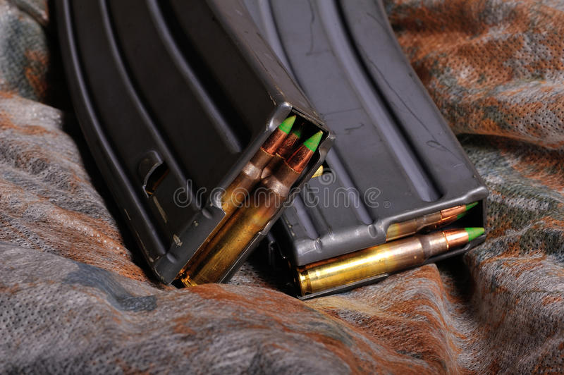 Una clip delle munizioni di 5.56mm fotografia stock