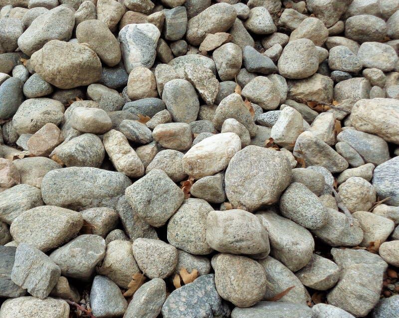 Una colección de rocas naturales del río para el fondo 2 imagen de archivo