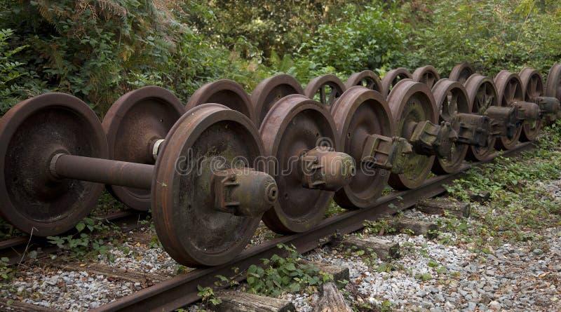 Una colección de ruedas desechadas viejas del tren imágenes de archivo libres de regalías