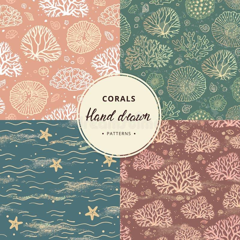 Una colección a mano de modelos inconsútiles del coral y del mar con los elementos adicionales en diversos colores ilustración del vector