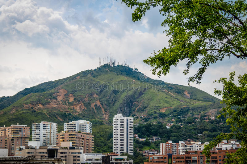 Una collina una vista di tre città degli incroci Cerro de Las Tres Cruces e di Cali - Cali, Colombia fotografia stock