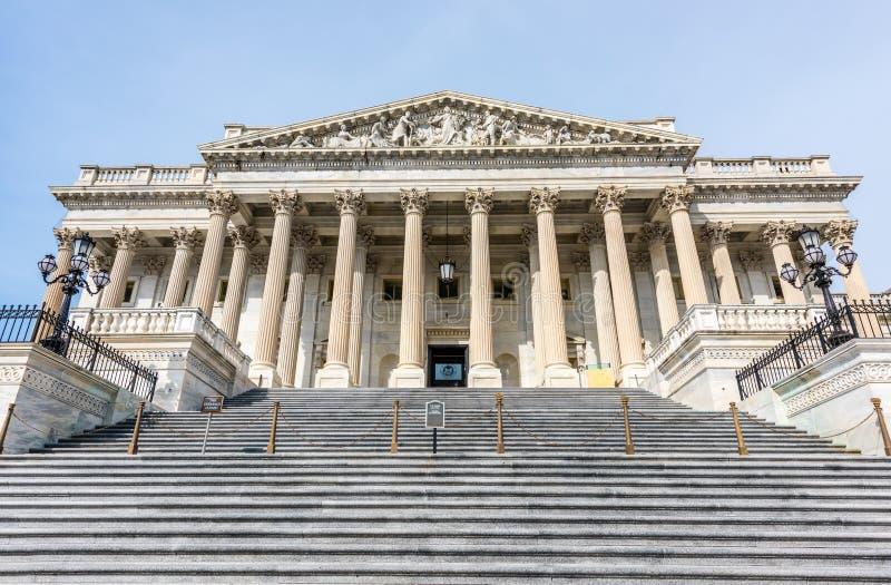 Una columna de las escaleras que llevan a la Cámara de los Representantes fotos de archivo libres de regalías