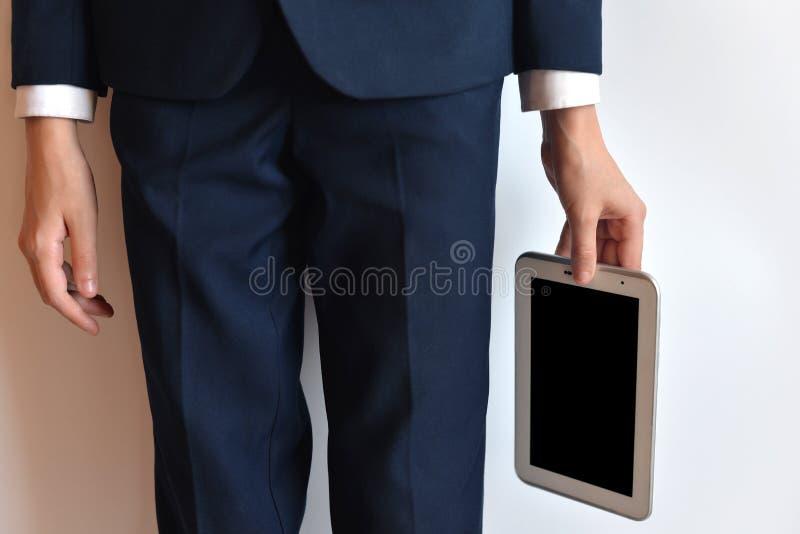 Una compressa nella mano, senza un fronte fotografie stock