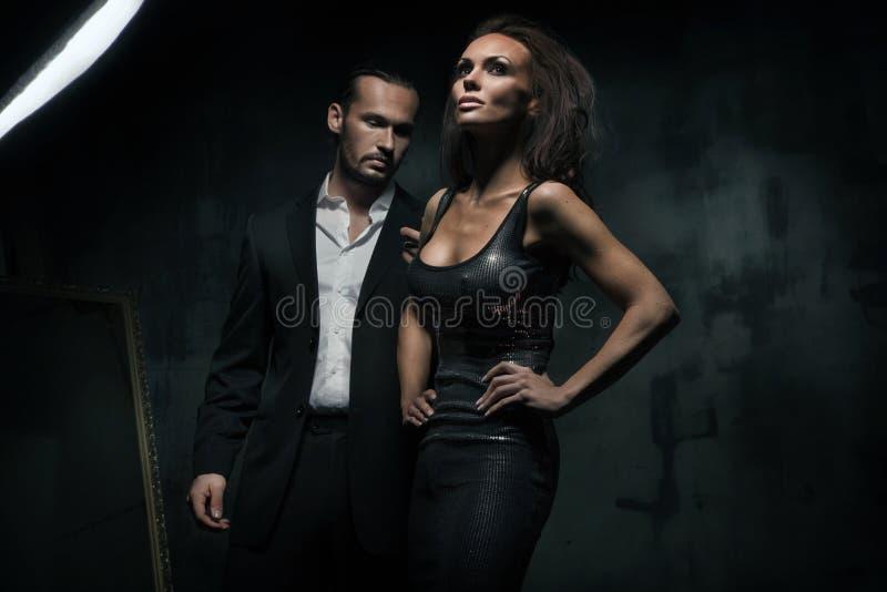 Una coppia attraente fotografie stock