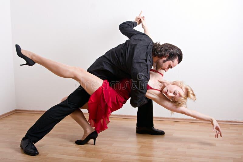 Una coppia di dancing immagine stock libera da diritti