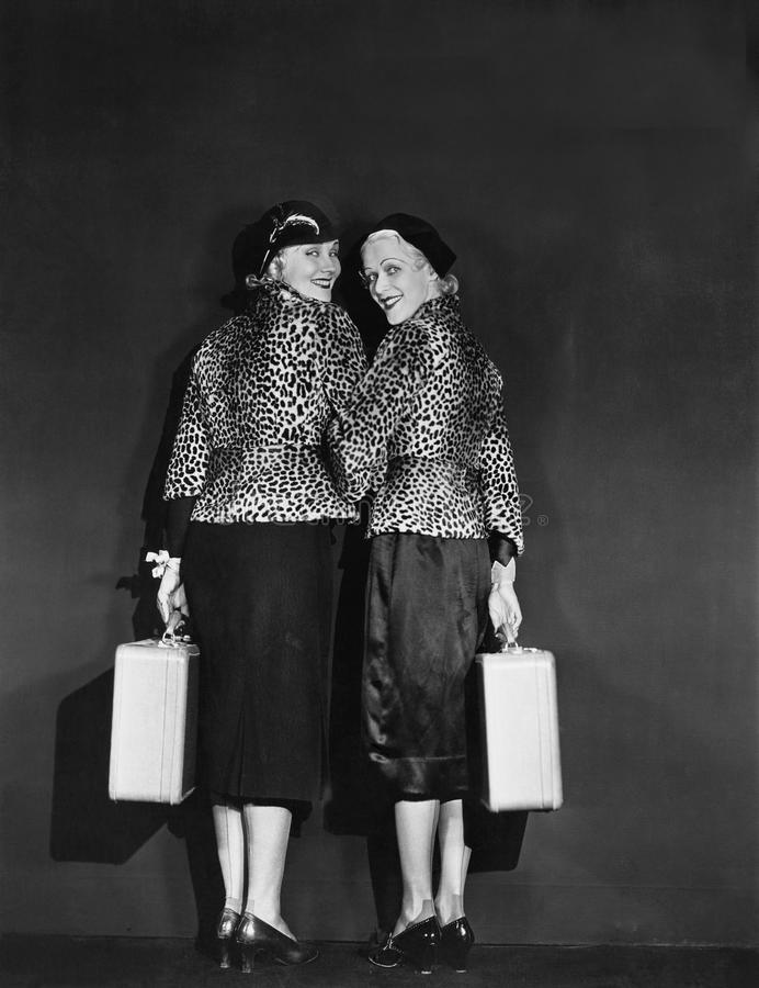 Una coppia le donne in carriera (tutte le persone rappresentate non sono vivente più lungo e nessuna proprietà esiste Garanzie de immagini stock libere da diritti