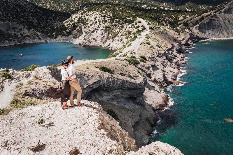 Una coppia nell'amore che viaggia il mondo fotografia stock libera da diritti