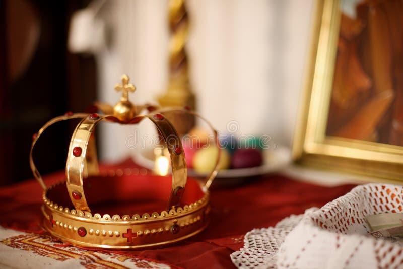 Una corona de oro fotos de archivo libres de regalías