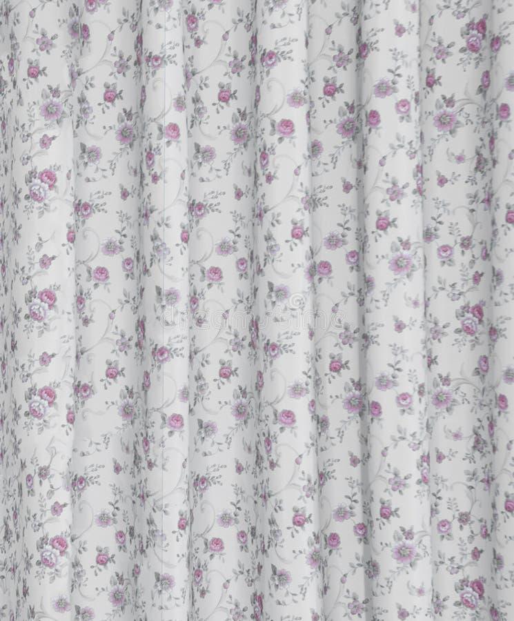 Una cortina de lino en sitio de la cama foto de archivo