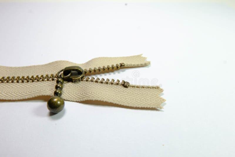 Una cremallera marrón abierta fotografía de archivo libre de regalías