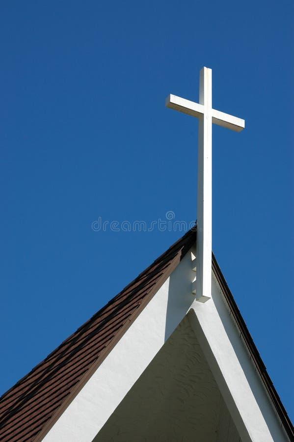 Una cruz en una iglesia para pascua foto de archivo